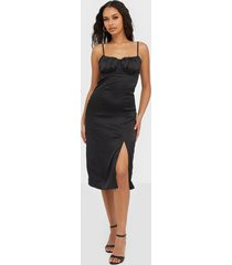 missguided satin ruched midi dress klänningar