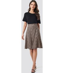 na-kd printed jersey skirt - brown