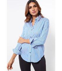 botones casuales de rayas azules camisa