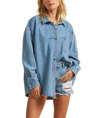 women's billabong x the salty blonde feeling salty embroidered oversize denim shirt, size large - blue