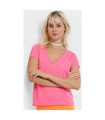 camiseta flora zuu decote v neon