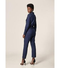 macacão jeans com cinto amaciado - feminino - feminino