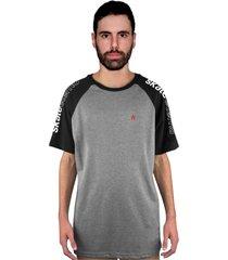 camiseta manga curta raglan skate eterno shoulder pin cinza/preto - kanui