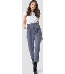 trendyol belt detailed cropped trousers - blue