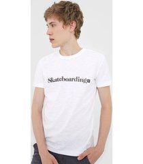 camiseta osklen lettering branca