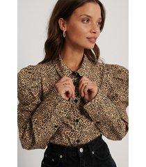 jldrae x na-kd ekologisk skjorta med veckad axel - multicolor