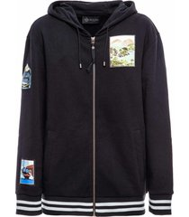 sweatshirt with embroidered patches