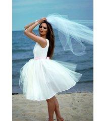 ślubna sukienka z koronkową górą