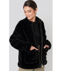 na-kd short front pocket faux fur jacket - black