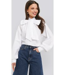 na-kd trend balloon sleeve pussy bow boxy blouse - white