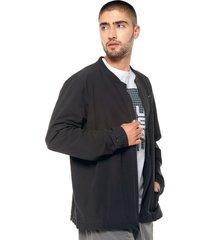chaqueta negro under armour