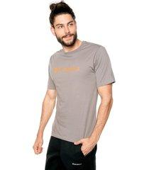 camiseta gris-naranja columbia csc basic logo
