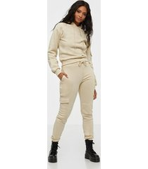 nly trend utility sweat pants byxor
