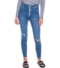 high waist skinny jeans tono medio con botonadura externa y destroy color blue