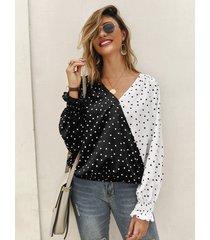 blusa de manga larga con cuello en v y lunares de patchwork negro