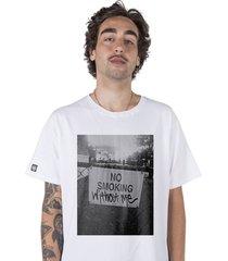 camiseta   stoned no smoking branca - branco - masculino - algodã£o - dafiti