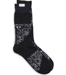 women's sacai x reyn spooner bandana mismatched socks, size 1 - black