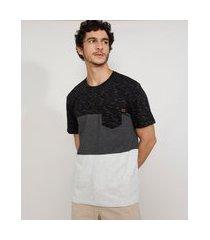 camiseta masculina manga curta gola careca com recortes e bolso preta