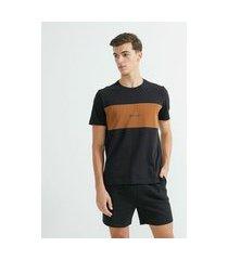 camiseta manga curta em algodão estampa blocado triplo   request   preto   g