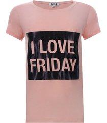camiseta con screen color rosado, talla m