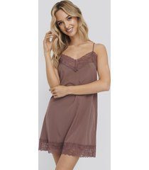na-kd lingerie lace detail night dress - burgundy