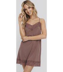 na-kd lingerie lace detail night dress - burgundy