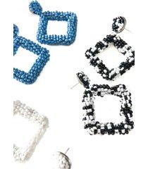 aretes de mujer tejidos con mostacillas en blanco hueso le frankie