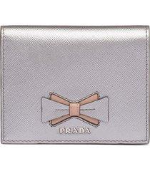 prada saffiano bow wallet - silver
