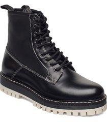stb-lawrie combat l shoes boots ankle boots ankle boot - flat svart shoe the bear