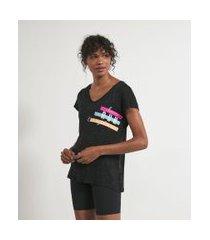 camiseta esportiva manga curta decote v estampa frase | get over | preto | p