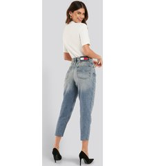tommy jeans mom high rise tapered iron mid jeans - blue