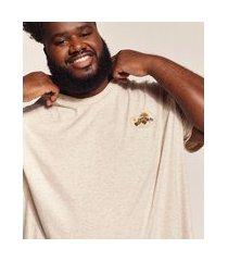camiseta masculina plus size birden acampamento manga curta gola careca bege claro