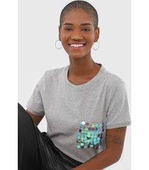 camiseta cativa bordada cinza