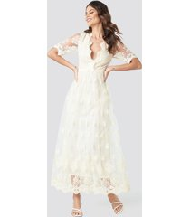 na-kd party delicate flower lace maxi dress - white