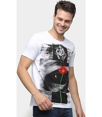 camiseta derek ho rose eye masculina