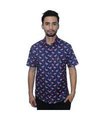 camisa estampada camaleão urbano flamingos azul marinho