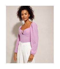blusa texturizada com argola manga bufante decote princesa lilás