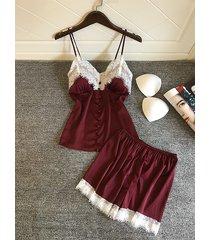 conjunto de pijama sin mangas con cuello en v y botones en el frente de encaje