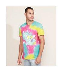 camiseta masculina ursinhos carinhosos estampada tie dye manga curta gola portuguesa multicor