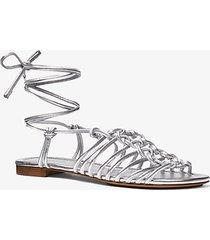 mk sandalo fagan in pelle metallizzata - argento (argento) - michael kors