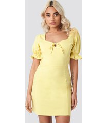 afj x na-kd sweetheart mini dress - yellow
