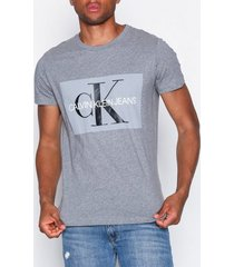 calvin klein jeans basic monogram box logo slim tee t-shirts & linnen grey