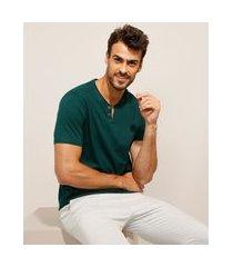 camiseta básica manga curta gola portuguesa verde escuro