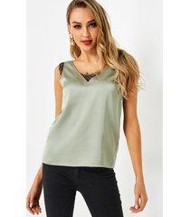 camiseta sin mangas con cuello en v y costuras de encaje verde