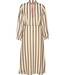 slamily dress knälång klänning beige soaked in luxury