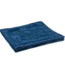 alexander mcqueen toalha de praia com estampa de caveira - azul