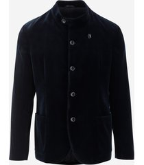 giorgio armani velvet blazer with korean collar, long sleeves, front closure with buttons and satin lining. color: midnight blue made in: italy composition: outer: 100% polyester, lining: acetate 68%, polyester 32%.