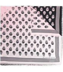 alexander mcqueen skull-print frayed scarf - pink
