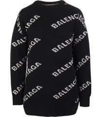 black oversized woman pullover with gray jacquard logo