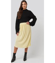 na-kd trend pleated detailed hem skirt - yellow